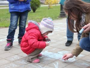Desene pe asfalt, de Ziua Autismului