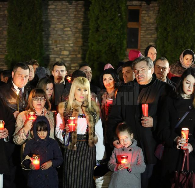 Elena Udrea: Am luat Lumina Învierii de la Voroneţ