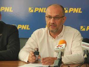 """Alexandru Băişanu: """"Mandatul a fost pus la dispoziţie înainte de alegeri şi s-a decis ca nici unul dintre noi să nu îşi dea demisia"""""""