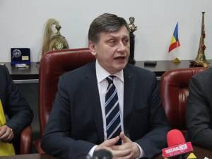 Crin Antonescu a demisionat  ieri din funcţia de preşedinte al PNL