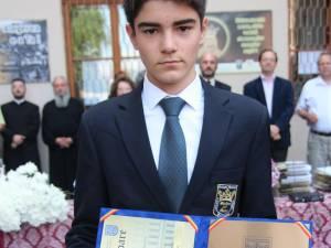 """""""Elevul ştefanist al anului"""" a fost desemnat Araujo Regado Goncalo, care a primit o diplomă de excelenţă şi o plachetă de onoare din partea conducerii colegiului"""