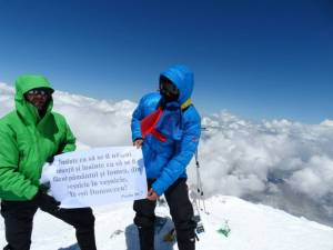 Până să ajungă în vârf, pe Elbrus, cei trei suceveni au avut parte de 13 ore de coşmar
