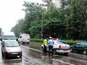 În urma controalelor desfăşurate de poliţişti la trecerile de pietoni, 16 şoferi au rămas fără permise