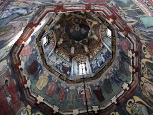 De ce se pictează bisericile