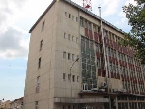 Clădirea fără o fisură vizibilă,despre care Romtelecom spune că are risc seismic major