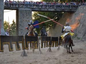 Peste 19.000 de persoane au participat la festivalul medieval de la Cetatea de Scaun a Sucevei