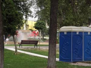 Toalete racordate la apă şi canalizare, în parcurile Sucevei