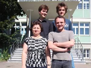 Ştefan Dascălu şi Octavian Coca,  alături de profesorii Mihai Erhan şi Anca Greculeac