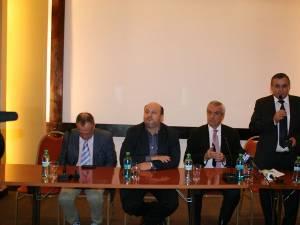 O parte dintre primarii şi consilierii locali şi judeţeni PNL din judeţele Suceava şi Botoşani s-au întâlnit aseară, la Gura Humorului, cu Călin Popescu Tăriceanu