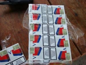 Ţigări de contrabandă confiscate şi un autoturism indisponibilizat de poliţişti