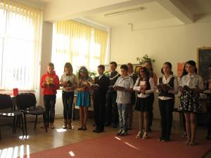Elevii şcolii din Berchişeşti le-au pregătit oaspeţilor un mic program artistic