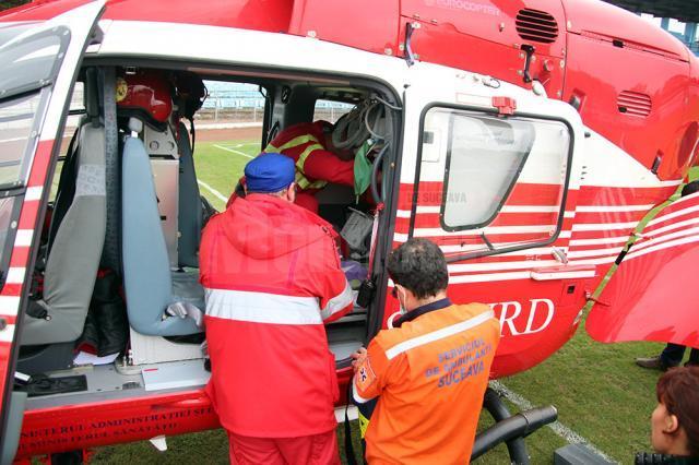 """Elicopterul SMURD a preluat copilul de la Suceava pentru a/l transporta la Spitalul de Copii """"Sfânta Maria"""" din Iaşi"""