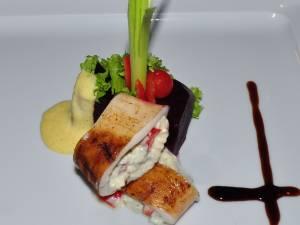 Calamar la grătar umplut cu brânză de capră şi caşcaval