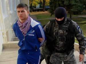 Ilie Emanuel Miron a fost adus marţi după-amiază la sediul Judecătoriei Suceava