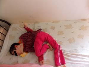 Ruxi, 19 ani, dezvoltare mintală de copil de 2 luni, este în clasa a IX a