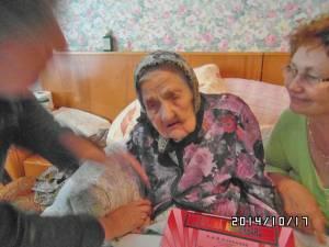 Maria Florea, în vârstă de 101 ani, a primit o diplomă aniversară şi 100 de lei