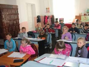 Cinci generaţii de elevi învaţă în aceeaşi clasă