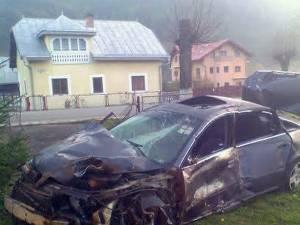 Accidentul s-a produs pe Calea Bucovinei, la ieşirea spre Vama, şoferul pierzând brusc controlul asupra volanului