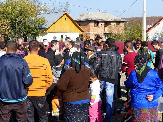 1.300 de ţigani cu drept de vot, din cartierul Moldoveni, refuză să voteze la alegerile prezidenţiale, în semn de protest faţă de ceea ce ei numesc nepăsarea autorităţilor pentru problemele lor