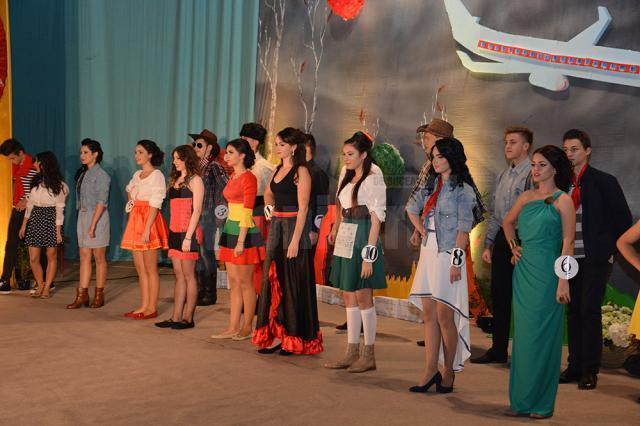 11 perechi de boboci au intrat în cursa pentru titlurile de Miss şi Mister