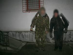 Doi cetățeni ucraineni, reținuți în timp ce cărau țigări peste frontieră