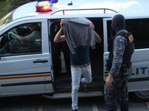 Fălticeneanul a fost extrădat din Italia şi încarcerat în arestul IPJ Suceava