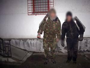 Poliţiştii de frontieră suceveni au reţinut doi cetăţeni ucraineni care introduseseră ilegal în ţară mai multe colete cu ţigări