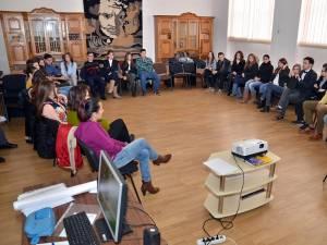 """La CN """"Nicu Gane"""" a avut loc o sesiune de formare având ca temă """"Luarea deciziilor şi Leadership"""""""
