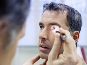 Se crede că, până în anul 2020, aproximativ 200 de milioane de oameni vor fi afectaţi de degenerarea maculară, care provoacă pierderea vederii.  Foto: Shutterstock.com