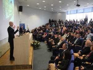 """Viceguvernatorul BNR Bogdan Olteanu a prezentat, ieri, la Universitatea """"Ştefan cel Mare"""" Suceava, un studiu referitor la situaţia exporturilor în lume, din 1962 până în 2012"""