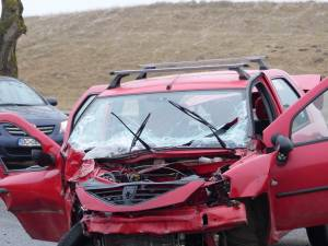 Tânărul de 22 de ani conducea un autoturism Dacia Logan