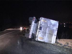 Camionul răsturnat