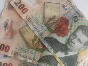 Femeia a pus în circulaţie bancnote de 200 de lei false