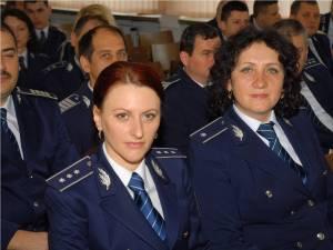 Poliţişti înaintaţi în grad înainte de termen, de Ziua Naţională