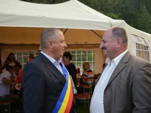 Primarul de Broşteni, Nicolae Chiriac, şi viceprimarul Vasile Rusu