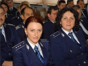 Poliţişti înaintaţi în grad înainte de termen