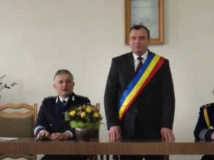 Comisar-şef Constantin Alistar, viceprimarul municipiului Rădăuţi, Tiberiu Epifanie Maerean, şi generalul (r) Vasile Moţoc