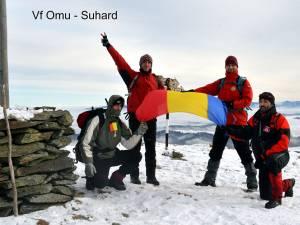 Cei 50 de împătimiți ai muntelui au plecat către șase vârfuri din zona Dornelor, mai exact Pietrosul Călimani, Giumalău, Pietrosul Bistriței, Omu, Ineu și Bistricioru
