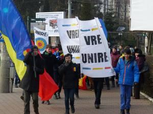 """""""Marşul Unirii"""" de la Suceava a pornit din parcul Universităţii"""