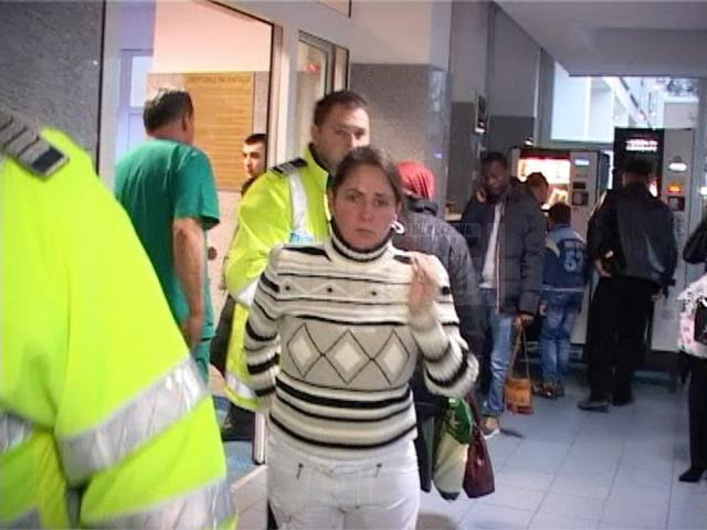 Femeia a fost condusă de poliţişti la Spitalul Judeţean, unde i s-au recoltat probe biologice de sânge