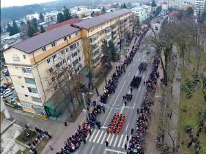 Mii de suceveni au participat la parada militară de Ziua Naţională