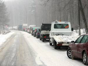 Traficul de la Suceava spre Gura Humorului a fost blocat în pădurea de la Ilişeşti
