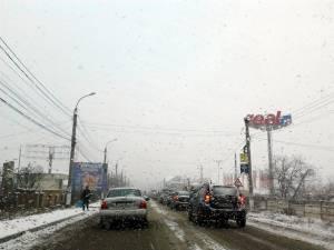 Blocarea urcării din Şcheia spre Suceava a dus la paralizarea traficului