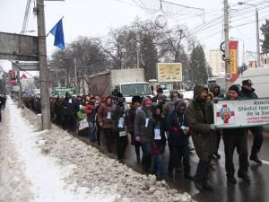 """Marşul """"Pledoarie pentru demnitate"""" a reunit aproape 500 de participanţi"""