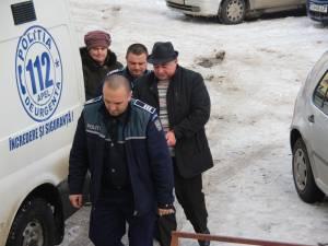 Primarul comunei Udeşti, Săvel Botezatu, şi casierul primăriei, Marinela Borza, au fost arestaţi preventiv