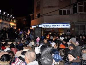 Câteva mii de copii din cartierul Burdujeni au venit să-şi primească darurile