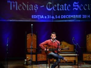 """Suceveanul Mihai Boicu a câştigat trofeul celei de-a XXXI-a ediţii a a Festivalului Concurs Naţional de muzică folk """"Mediaş - Cetate Seculară"""""""