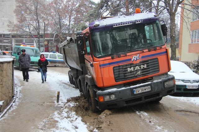 Basculanta a blocat mai bine de o oră strada Leca Morariu