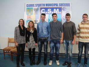 Sportivii de la CSM Suceava au fost premiaţi de conducerea cubului (foto jos)