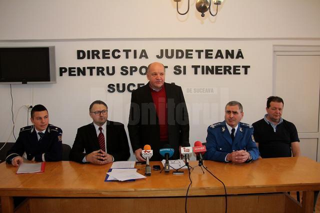 Directorul DJST Suceava, Cristinel Bărculescu, a premiat sportivii din județ care s-au remarcat în anul 2014